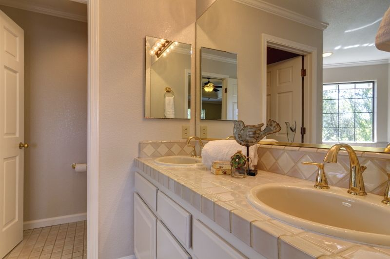 Ceiling fan, Crown molding, Double, Flush/Semi-Flush Mount, Inset, Limestone, Master, Normal (2.7m), Raised Panel, Stone, Traditional