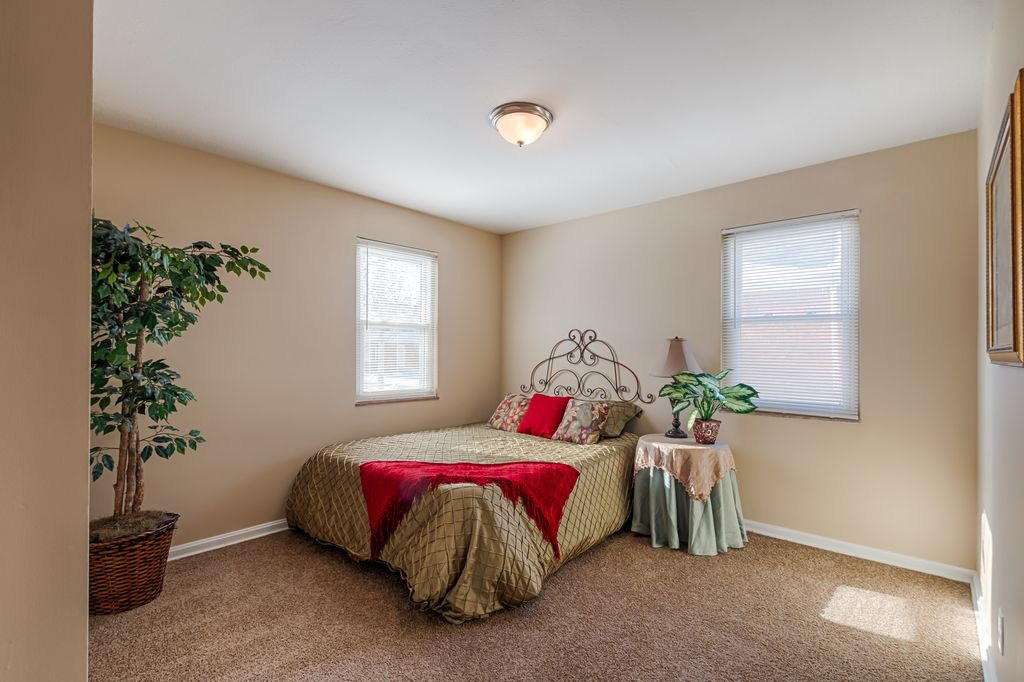 Traditional Guest Bedroom with flush light, double-hung window, Carpet, Standard height