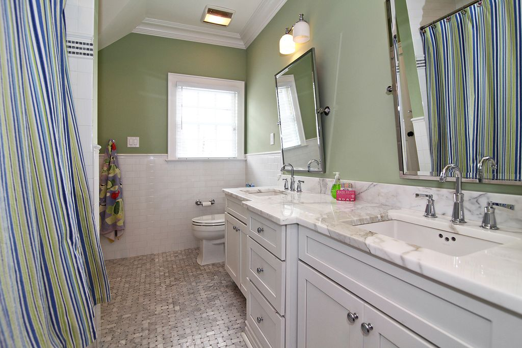 Traditional Wall Sconces For Bathroom : Great Traditional Full Bathroom - Zillow Digs