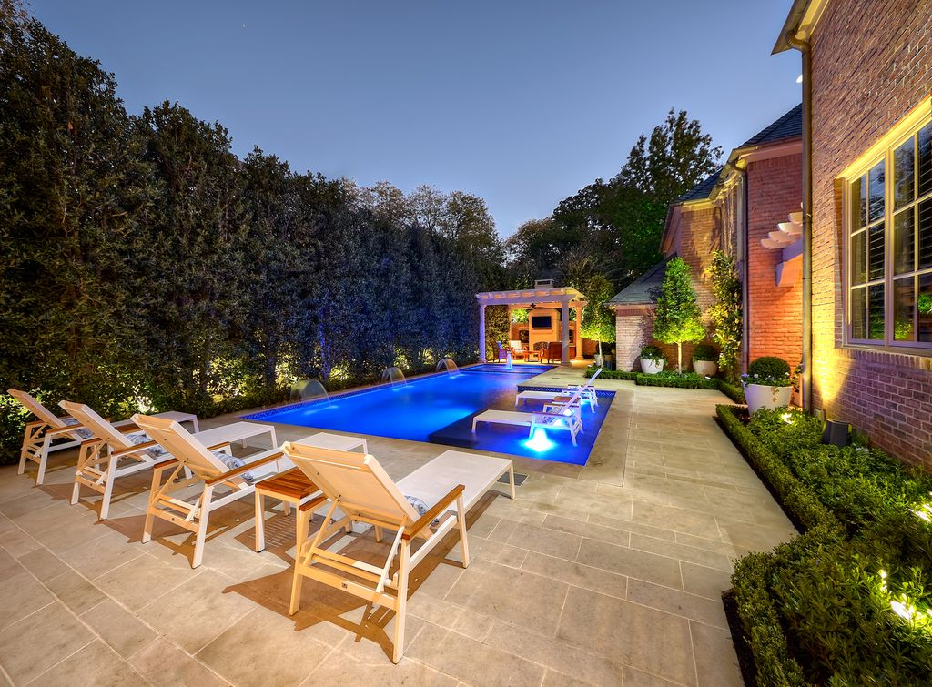 Traditional Swimming Pool with Pathway, outdoor pizza oven, Casement, exterior stone floors, Trellis, Fence, Fountain