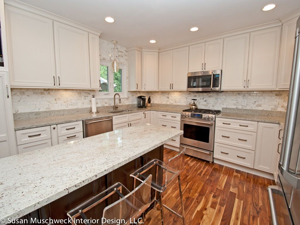 Modern Kitchen with partial backsplash, Complex granite counters, Framed Partial Panel, Standard height, single dishwasher