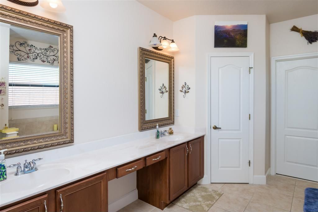 Traditional Master Bathroom with Double sink, wall-mounted above mirror bathroom light, Undermount sink, Master bathroom