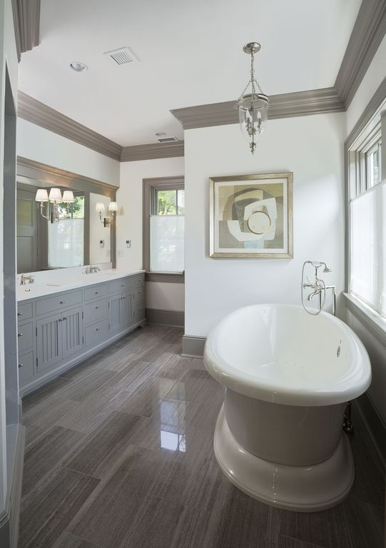 Traditional Full Bathroom with Bathtub, Pendant light, Undermount sink, Standard height, Crown molding, can lights, Paint