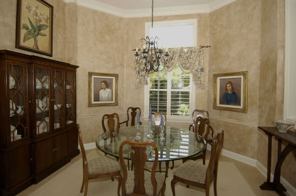 Great Traditional Dining Room Zillow Digs : ISopovtj1jgtyb from zillow.com size 1024 x 680 jpeg 100kB
