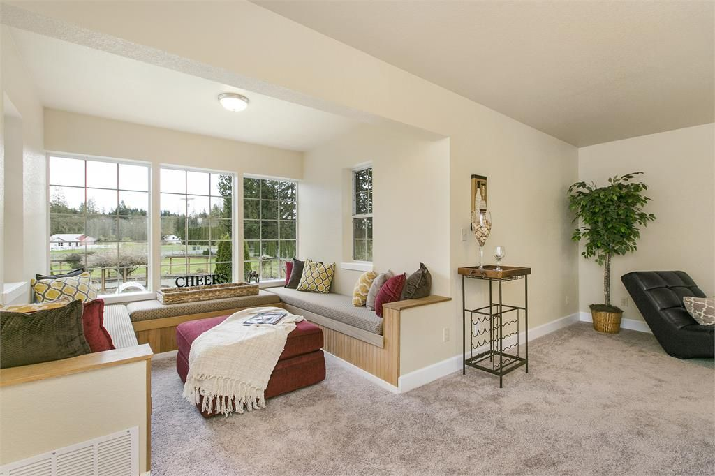 Transitional Living Room With Window Seat Carpet In