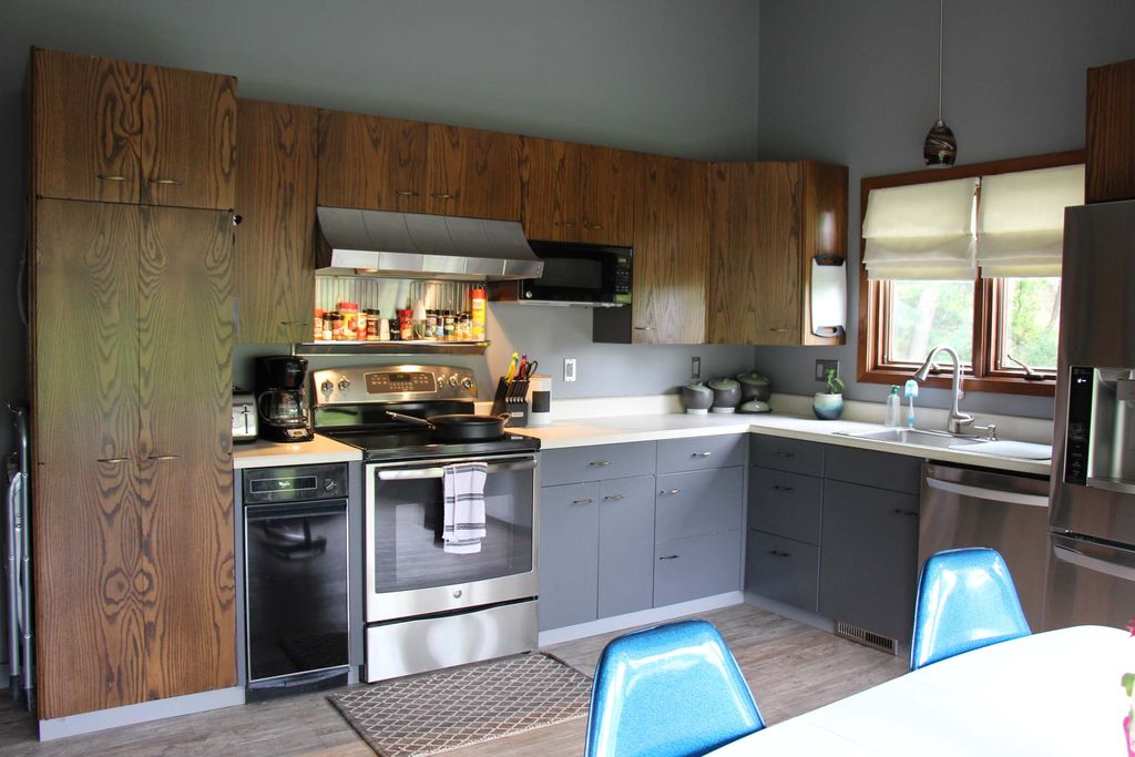 Modern Kitchen With Flush L Shaped In Sioux City Ia Zillow Digs