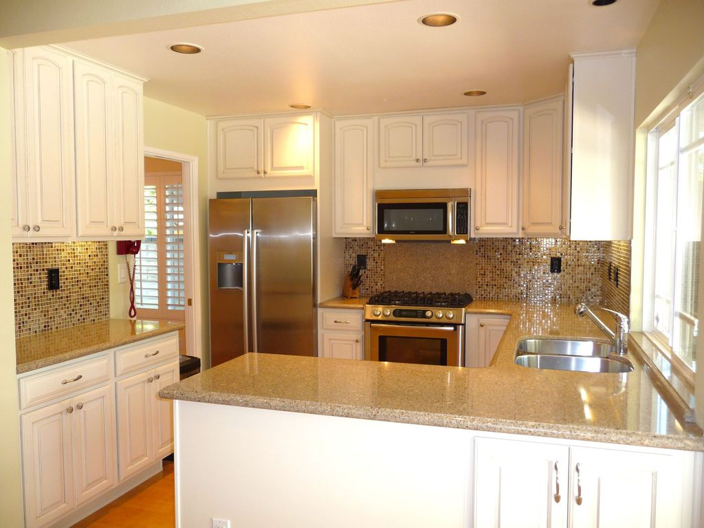 Traditional Kitchen with Multiple Sinks, Raised panel, Paint 2, Ceramic Tile, U-shaped, Standard height, Laminate floors