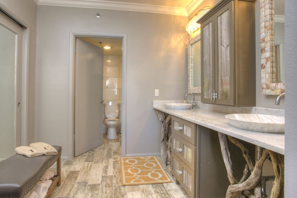 Contemporary Master Bathroom with wall-mounted above mirror bathroom light, flat door, Flush, Complex Marble, Paint