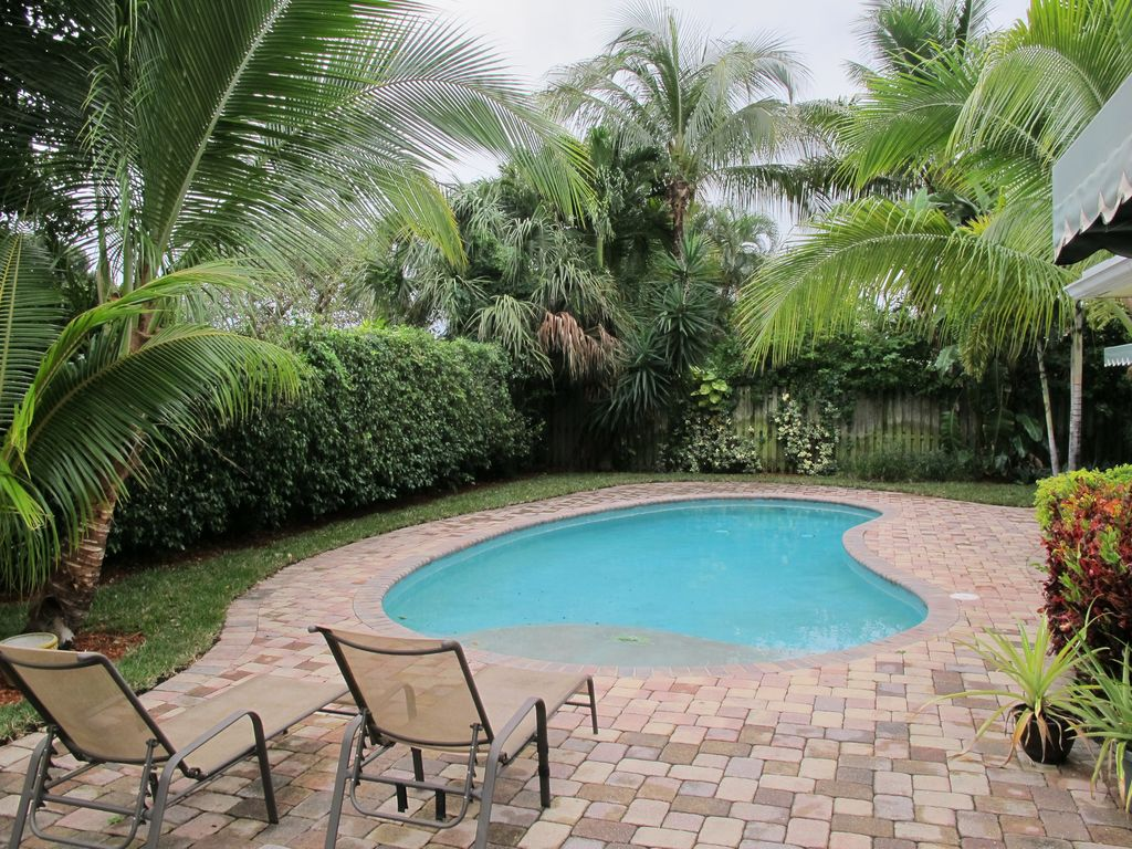 Great tropical swimming pool zillow digs for Tropical pools