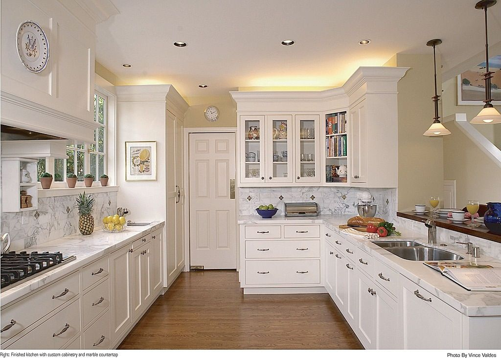 Traditional Kitchen with Casement, electric cooktop, Flat panel cabinets, full backsplash, Multiple Sinks, six panel door