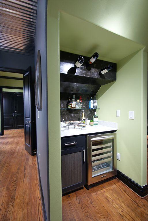 Modern Bar with Standard height, Hardwood floors