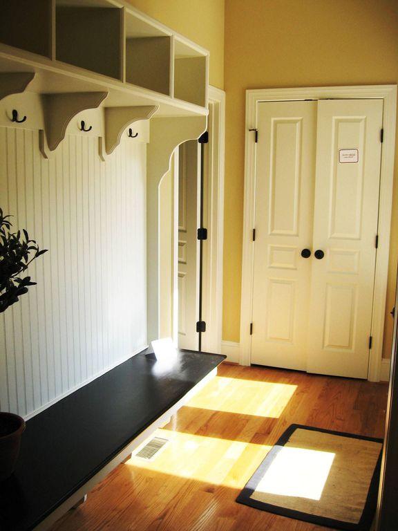 Cottage Mud Room with six panel door, Standard height, Hardwood floors