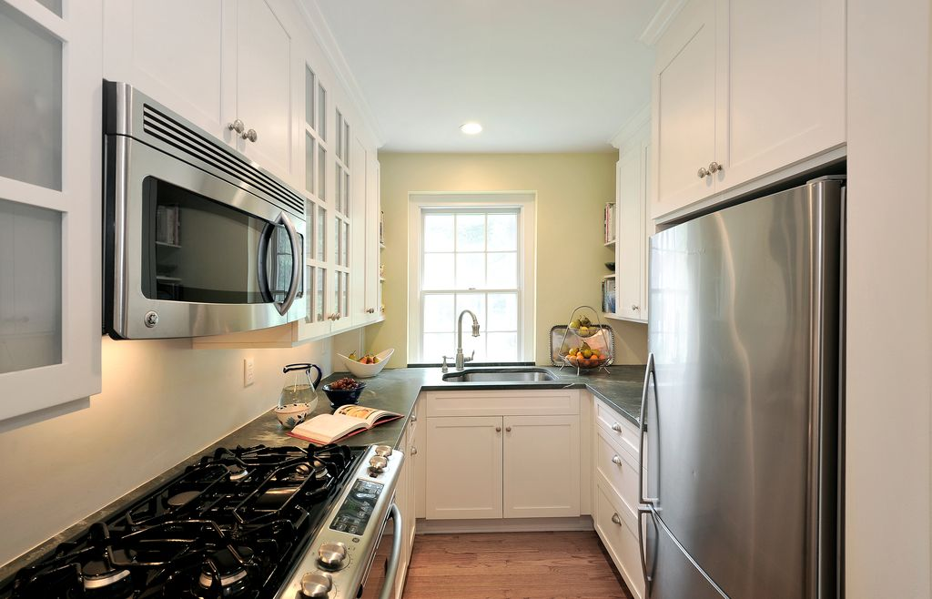 Traditional Kitchen with Soapstone counters, can lights, Crown molding, U-shaped, gas range, Green galaxy, electric cooktop