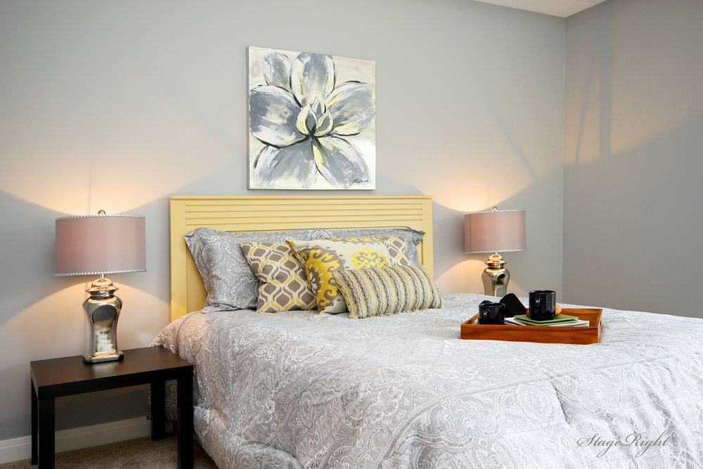 Modern Guest Bedroom with Carpet, Standard height