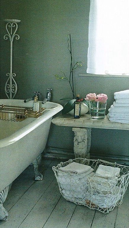 """Traditional 3/4 Bathroom with Standard height, United tile nature by walker zanger white 8"""" x 47 1/2"""", Casement, Clawfoot"""