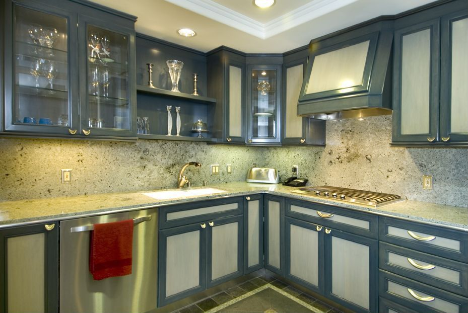 Traditional Kitchen with L-shaped, Complex granite counters, can lights, Complex Granite, Undermount sink, dishwasher
