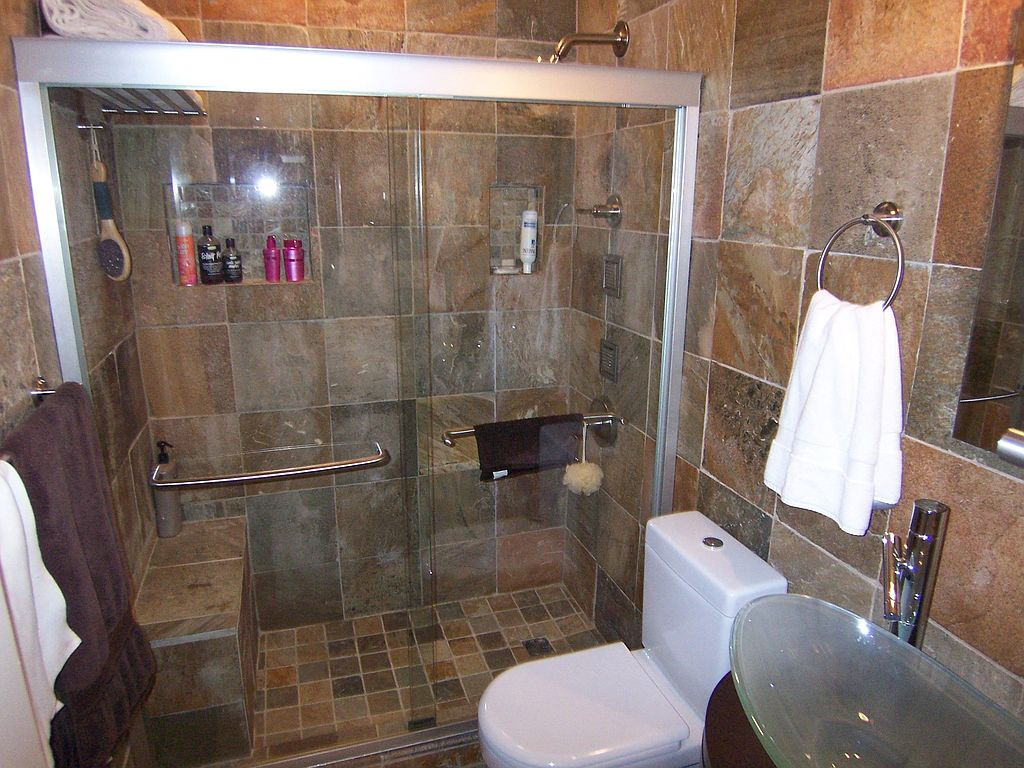 1 larger bath or 2 smaller full baths zillow for Bathroom designs 8x8