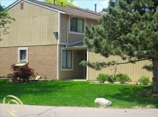928 Williamsburg Ct # 60, Northville MI
