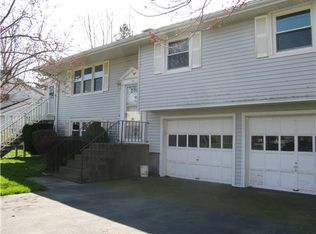 16 Colony Dr , Middletown RI