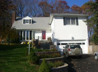 14 Forest Dr , Centerport NY