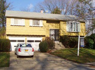 424 Holly Pl , West Hempstead NY
