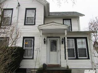 6 Robert St , Patchogue NY