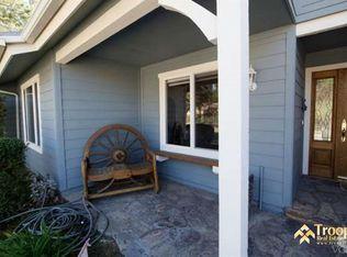 1910 Rambling Rd, Simi Valley, CA 93065