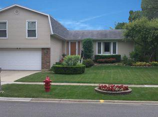 85 W Fox Hill Dr , Buffalo Grove IL