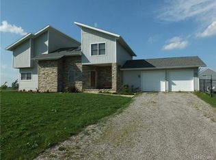 11093 Armstrong Rd, South Rockwood, MI 48179