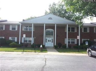 2752 Pease Dr Apt 110N, Rocky River OH
