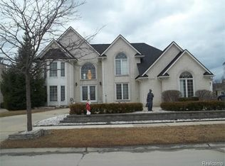 43643 Sweetwood Dr, Sterling Heights, MI 48314