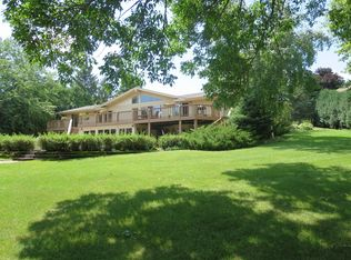 N51W35590 Bay Ridge Ct, Oconomowoc, WI 53066