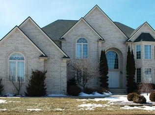 43351 Forest Creek Ct, Sterling Heights, MI 48314