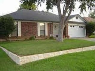 920 Freestone Dr , Arlington TX