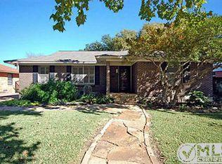 9650 Livenshire Dr , Dallas TX