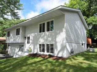 6752 Woodhill Trl , Eden Prairie MN