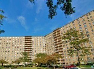 6833 N Kedzie Ave Apt 902, Chicago IL