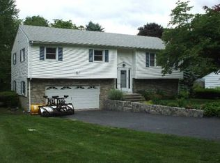 121 Weeping Willow Ln , Fairfield CT