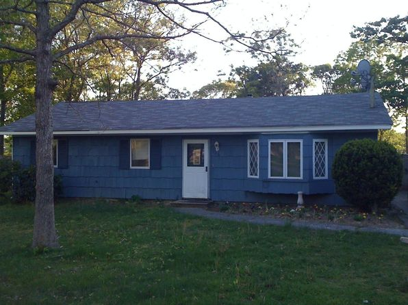 126 Wading River Rd, Center Moriches, NY