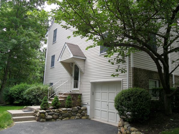 68 Brookstone Cir, Morris Plains, NJ