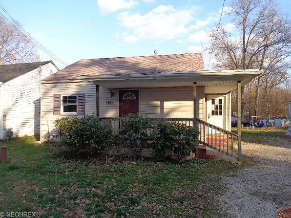 1451 Pin Oak Dr, Akron, OH