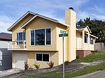 601 Forest Lake Dr, Pacifica, CA