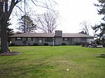 604 Maple Ln, Wakarusa, IN