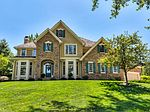 13180 Pineview Dr, Clive, IA