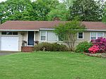 410 Willow Springs Dr, Greenville, SC