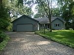 N70W26457 Thousand Oaks Dr, Sussex, WI