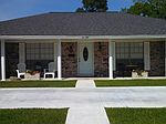 650 Meadowgreen Dr, Port Neches, TX