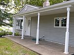 7 Goodturn Rd, Levittown, PA