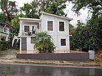 Casa De Dos Pisos Para Retirarse O Veranear, Las Marias, PR