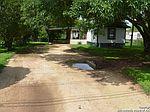 2315 10th St, Floresville, TX